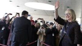 Hillary Clinton memberikan pidato perpisahan kepada para stafnya di Departemen Luar Negeri AS, Jumat (1/2).