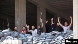 忠于阿萨德总统的军人5月22日欢呼胜利