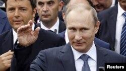 FILE - Russian President Vladimir Putin, followed by Italian Prime Minister Matteo Renzi, left, visit the Expo 2015 global fair in Milan, northern Italy, June 10, 2015.