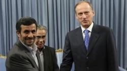 نیکولای پاتروشف دبیر شورای امنیت ملی روسیه و محمود احمدی نژاد در دفتر ریاست جمهوری. ایران- تهران ۱۶ اوت ۲۰۱۱