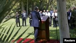 Nhân viên Đại sứ quán nghe Ngoại trưởng Anh Philip Hammond phát biểu trong lễ khánh thành Đại sứ quán Anh tại Tehran, Iran, ngày 23/8/2015.