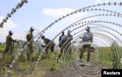 FILE - The South Africa contingent of the U.N. peacekeepers in Congo erect a razor wire barrier around Goma airport, DRC, Nov. 26, 2012.