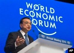 2015年1月21日,中国总理李克强在瑞士达沃斯世界经济论坛年会上发表讲话。