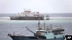 지난 7월 중국과 베트남의 영유권 분쟁이 있는 남중국해 연안의 고기잡이 어선들. (자료사진)