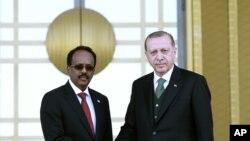 Erdogan û Serokê Somalî Mihemed Abdullahî Mihemed li Enqerê (Arşîv)