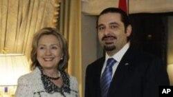 ນາຍົກລັດຖະມົນຕີເລບານອນ ທ່ານ Saad Hariri ຈັບມືກັບ ລັດຖະມົນຕີການຕ່າງປະເທດສະຫະລັດ ທ່ານນາງ Hillary Rodham Clinton ທີ່ນະຄອນນິວຢອກ (7 ມັງກອນ 2011)