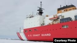美国海警队希里号破冰船在北冰洋活动(美国海警队照片)