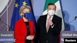 歐盟委員會主席馮德萊恩和意大利總理德拉吉5月21日在羅馬舉行的20國集團全球健康峰會的記者會上。