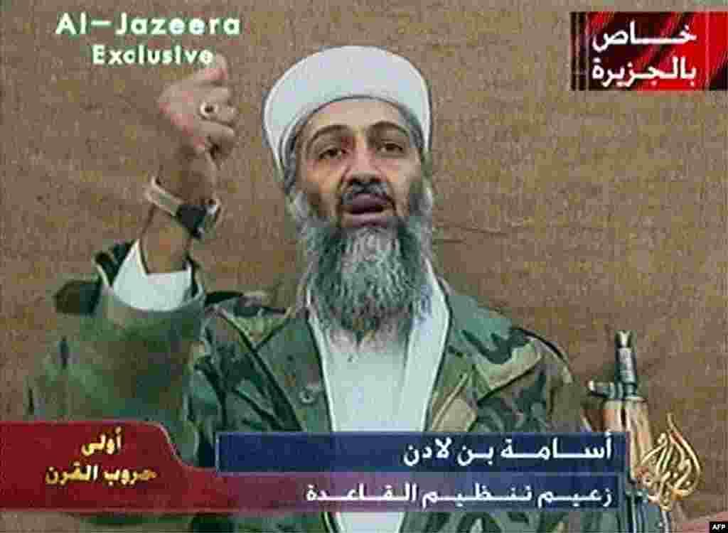 """За четыре дня до президентских выборов в США лидер """"Аль-Кайды"""" Усама бин Ладен выпустил видеосообщение, адресованное американца, в котором сообщалось, что их безопасность зависит не от выбранного президента, а от внешней политики их страны. 9 октября 2004"""