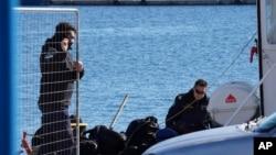 La Guardia Costera griega llevó a cabo misiones de rescate de migrantes el viernes, 22 de enero de 2016.