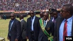 UMongameli Robert Mugabe uthakazelela uzibuse eZimbabwe.