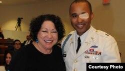 Đại úy James Văn Thạch và Thẩm phán Tối cao Pháp viện Sonia Sotomayor