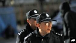 刘霞在北京的住处外有多名公安巡逻