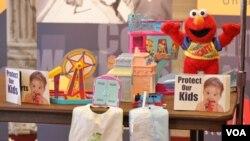 Boneka dan mainan anak-anak buatan Tiongkok yang mengandung bahan beracun yang berbahaya bagi anak-anak.