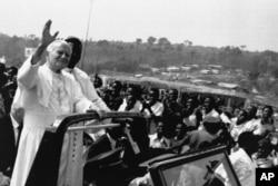 Pope John Paul II waves to the faithful before celebrating an open Mass in Kabgayi, 60 kms. southwest of Kigali, Rwanda, Sept. 8, 1990.