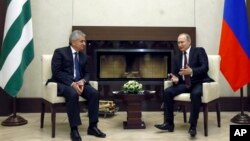 Владимир Путин и президент Абхазии Рауль Хаджимба