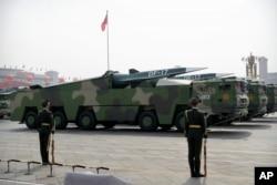 رپورٹ کے مطابق چین، بھارت اور پاکستان ان ممالک میں شامل ہیں جنہوں نے اپنے جوہری ہتھیاروں کی تعداد میں نہ صرف اضافہ کیا ہے بلکہ اس کے ساتھ ہتھیاروں کو جدید بنانے کے لیے بھی کوشاں ہیں۔ (فائل فوٹو)