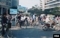 Đường phố ở Quảng Đông, Trung Quốc năm 1985 (Ảnh: Bùi Văn Phú)