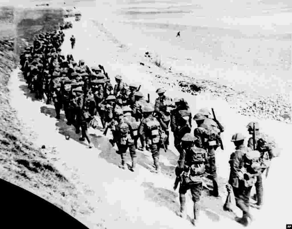 امروز در تاریخ: ۳۱ مارس سال ۱۹۱۸- نیروهای بریتانیایی به سوی خط مقدم جنگ با آلمان می روند.