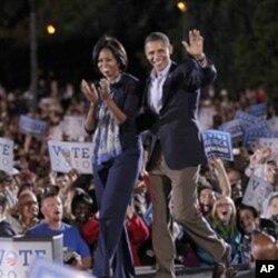 Shugaba Barack Obama da mai dakinsa Michelle su na kyamfe ma 'yan Democrat