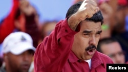 Presiden Venezuela Nicolas Maduro berbicara di depan pendukungnya di Caracas (14/8).