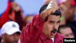 រូបឯកសារ៖ ប្រធានាធិបតីវេណេស៊ុយអេឡា Nicolas Maduro ថ្លែងប្រឆាំងនឹងលោកប្រធានាធិបតី ដូណាល់ ត្រាំ ក្នុងការប្រមូលផ្តុំមួយនៅក្នុងទីក្រុងការ៉ាកាស ប្រទេសវេណេស៊ុយអេឡា កាលពីថ្ងៃទី១៤ ខែសីហា។