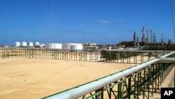 نمايی از پالايشگاه ايتاليايی فشرده سازی گاز در مليته (ليبی)