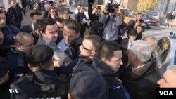 Pamje nga arrestimi i së premtes i deputetit Albin Kurti