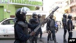 Des policiers sénégalais lors des manifestations à Dakar, le 19 avril 2018