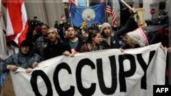 """Dymujori i lëvizjes """"Zaptimi i Uoll Stritin"""", qindra protestues mblidhen në Nju Jork"""