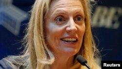 Bà Lael Brainard, một thành viên của Hội đồng Thống đốc Fed nói rằng sự thận trọng của giới tiêu dùng đã không tạo cho nền kinh tế sức bật mà nhiều chuyên gia kỳ vọng