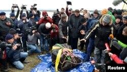 El fragmento de meteorito recuperado del lago Chebarkul, ubicado a unos 80 kilómetros al oeste de Chelyabinsk, es el de mayor tamaño de todas las partes recuperadas.