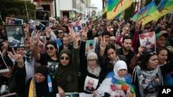 Des milliers de Marocains participent à une manifestation en faveur des détenus du Hirak à Rabat, au Maroc, le dimanche 21 avril 2019. (Photo AP / Mosa'ab Elshamy)