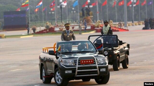 Đại tướng Min Aung Hlaing trong cuộc diễu hành mừng Ngày Quân lực tại thủ đô Naypitaw, ngày 27/3/2016.