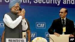 Indian Prime Minister Manmohan Singh greets top business leaders, as President of the Confederation of Indian Industry Adi Godrej watches in New Delhi, April 3, 2013.