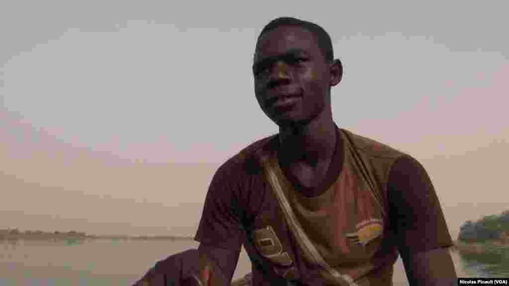 Okacha Seydu est un réfugié nigérian de 14 ans, Tagal, Tchad, le 24 avril 2017 (VOA/Nicolas Pinault)