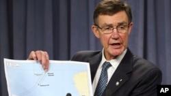 休斯頓星期一在澳大利亞對記者發布消息