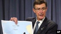 負責協調國際搜尋行動的澳大利亞團隊主管、退役空軍上將安格斯•休斯頓