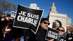 """Parisdə terroristlərin """"Charlie Hebdo"""" dərgisinin redaksiyasına hücumu nəticəsində 12 adam qətlə yetirilib."""