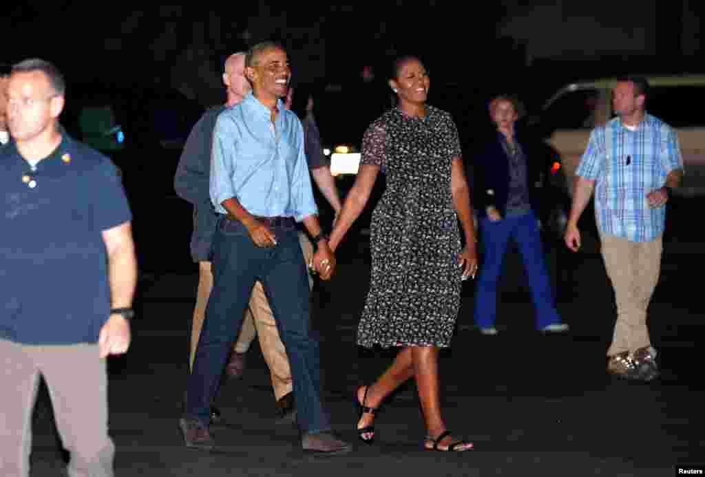 پایان تعطیلات باراک اوباما رئیس جمهوری آمریکا، و همسرش در اوآهو هاوایی. آخرین روز کاری باراک اوباما به عنوان رئیس جمهوری آمریکا ۲۰ ژانویه، برابر با ۱ بهمن ۱۳۹۵، خواهد بود. در آن روز، دونالد ترامپ کار خود را به عنوان چهل و پنجمین رئیس جمهوری آمریکا آغاز خواهد داد.