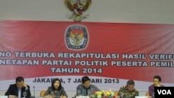 KPU saat mengumumkan nama 10 partai politik yang akan mengikuti Pemilu 2014(VOA/Fathiyah Wardah)