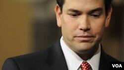 El senador calificó de inaceptable la actual política de EE.UU. en A.Latina.