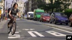 Un aparato electrónico podría revolucionar la industria del ciclismo, sólo tienen que incorporarlo a su bicicleta convencional.