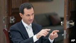 Le président syrien Bashar Assad au cours d'une interview accordée au journal grec Kathimerini, à Damas, le 10 mai 2018.