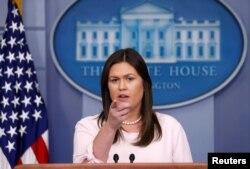 La portavoz de la Casa Blanca Sarah Sanders habla durante una conferencia de prensa en la Casa Blanca en Washington, Estados Unidos, el 2 de julio de 2018. REUTERS / Kevin Lamarque.