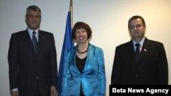 Kosovski premijer Hašim Tači, visoka predstavnica EU Ketrin Ešton i premijer Srbije Ivica Dačić nakon susreta u Briselu, 7. novembar