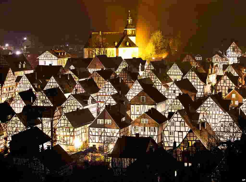 منظرهای از خانههایی با معماری سنتی مرکز آلمان در شهر فریدنبرگ