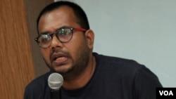 Koordinator Komisi untuk Orang Hilang dan Korban Tindak Kekerasan (Kontras) Haris Azhar. (VOA/Fathiyah Wardah)