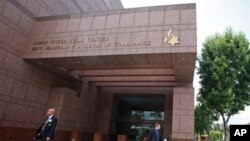 Pusat Simon Wiesenthal di Los Angeles yang mengoperasikan Museum Toleransi dan lembaga riset, salah satunya berisi daftar para penjahat perang Nazi paling diburu.