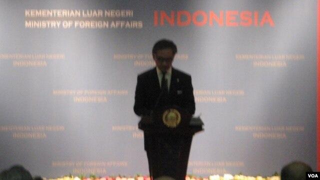 Menlu Marty Natalegawa memberikan laporan kementerian luar negeri 2013 di Jakarta (4/1), menyatakan 110 WNI di luar negeri telah berhasil dibebaskan dari hukuman mati.
